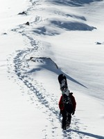 Snowboarder uphill for freeride. Фото Petrichuk - Depositphotos