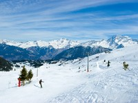 Франция. Куршевель. View at Courchevel ski resort, French Alps. Фото - Depositphotos