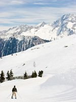 Франция. Куршевель.Relaxed alpine skier at Courchevel Valley, France. Фото Dmitry Naumov - Depositphotos