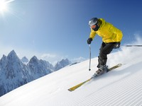 Горные лыжи. Skier in high mountains. Фото Peter Gabriel - Depositphotos