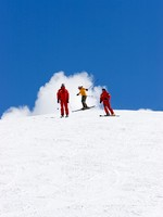 Горные лыжи. Ski slopes of Prodollano ski resort in Spain. Фото  freefly - Depositphotos