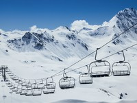 Ropeway in the mountains. Фото Maxim Blinkov - Depositphotos