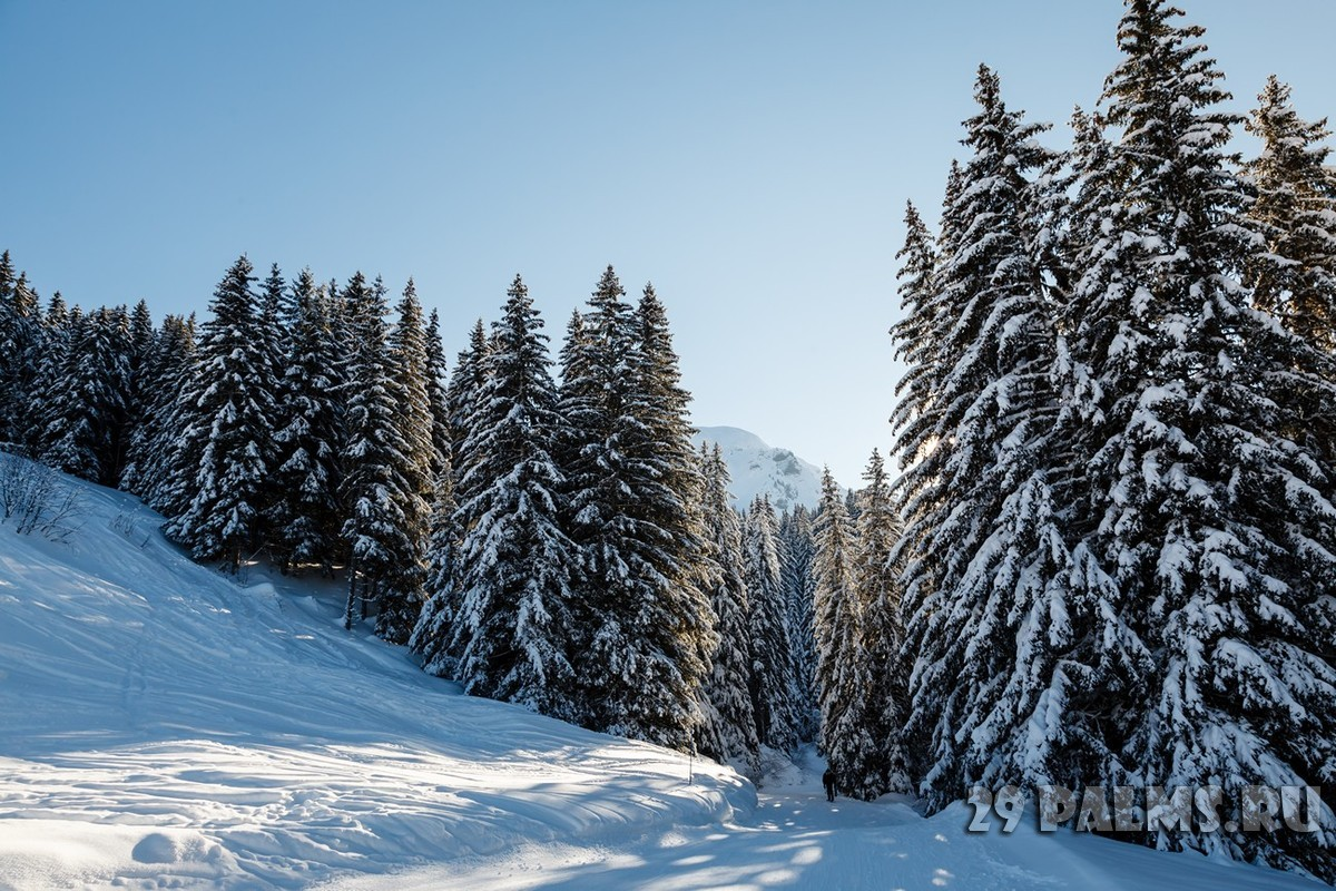 Франция. Межев. Ski Slope and Beautiful Landscape in Megeve, French Alps, France. Фото Andrey Omelyanchuk - Depositphotos