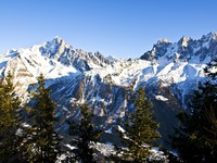 Chamonix Aiguilles lit by the Sun. Фото victor_palych - Depositphotos