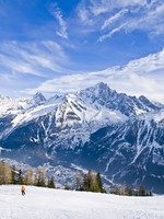 Skiing at French Alps. Фото  victor_palych - Depositphotos