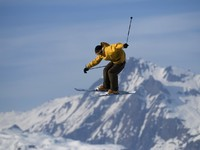 Freestyle skier in les Arcs. France. Фото Steve ROCHE - Depositphotos