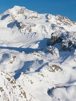 French Alps ski resort. Фото hopsalka - Depositphotos