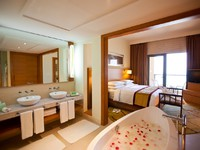 ОАЭ. Дубаи. Moevenpick Jumeirah Beach. Junior Suite