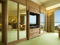 ОАЭ. Дубаи. Le Royal Meridien Beach Resort & Spa. Deluxe Suite Bedroom