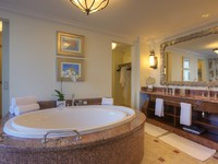 ОАЭ. Дубай. Atlantis, The Palm - Guest Rooms - Suites - Executive Suite Bathroom