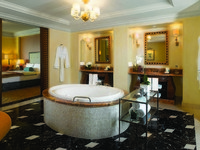 ОАЭ. Дубай. Atlantis, The Palm - Guest Rooms - Suites - Regal Suite Bathroom