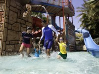 ОАЭ. Дубай. Atlantis, The Palm - Marine & Waterpark - Aquaventure Waterpark - Family in Splashers