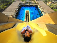 ОАЭ. Дубай. Atlantis, The Palm - Marine & Waterpark - Aquaventure Waterpark - Yellow
