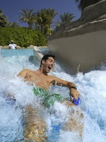 ОАЭ. Дубай. Atlantis, The Palm - Marine & Waterpark - Aquaventure Waterpark - Man On Rapids