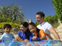 ОАЭ. Дубай. Atlantis, The Palm - Marine & Waterpark - Aquaventure Waterpark - Family on Tubes