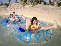 ОАЭ. Дубай. Atlantis, The Palm - Marine & Waterpark - Aquaventure Waterpark - Kids on Tube