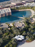 ОАЭ. Дубай. Atlantis, The Palm - Marine & Waterpark - Dolphin Bay - Dolphin Bay Aerial