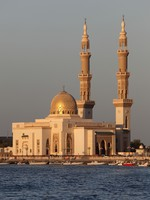 ОАЭ. Шарджа. Mosque in Sharjah City, United Arab Emirates, Philip Lange - shutterstock