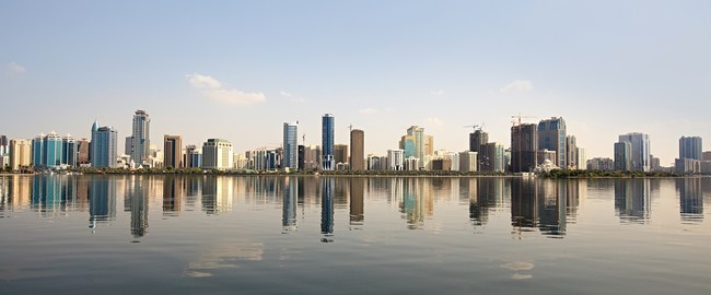 ОАЭ. Шарджа. Skyscrapers in Sharjah. Khalid Lagoon.UAE. Фото Юлия Машкова - Depositphotos