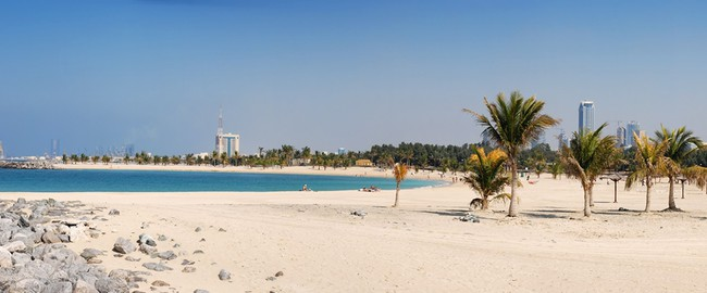 ОАЭ. Дубай. Аль Мамзар парк. Al Mamzar Beach and Park. UAE. Фото Vladimir L. - shutterstock