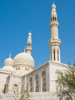 ОАЭ. Дубай. Мечеть Джумейра. Mosque located in Jumeirah, Dubai, UAE. Фото Engin Korkmaz - Depositphotos
