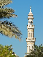 ОАЭ. Дубай. Мечеть Джумейра. Minaret on a sky background. Фото Observer - Depositphotos