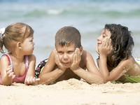 ОАЭ. Дубай. Portrait of little kids having good time in summer environment. Фото дмитрий эрслер - Depositphotos