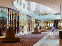 ОАЭ. Дубай. Дубай Молл. Inside modern luxury mall, Dubai, UAE. Фото Observer - Depositphotos