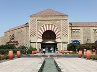 ОАЭ. Дубай. Молл Ибн Батута. Andalusian Court of the Ibn Battuta Mall in Dubai. Фото Philip Lange - Depositphotos