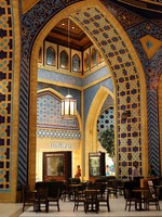 ОАЭ. Дубай. Торговый молл Ибн Батута. Inside of the Ibn Battuta Mall in Dubai. Фото  Philip Lange - Depositphotos