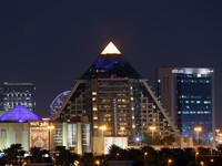 ОАЭ. Дубай. Вафи Молл. Pyramid shaped WAFI Mall in Dubai City. Фото Philip Lange - Depositphotos