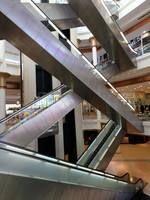 ОАЭ. Дубай. Вафи Молл. Escalators in the Wafi mall in Dubai. Фото Philip Lange - Depositphotos