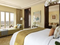 ОАЭ. Дубай. The Ritz-Carlton, Dubai. Executive Suite Bedroom