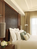ОАЭ. Дубай. The Ritz-Carlton, Dubai. Executive Suite Bed