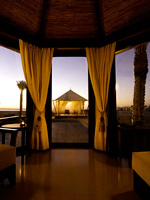 ОАЭ. Рас-эль-Хайма. Banyan Tree Ras Al Khaimah Beach. Beach Villa in the Evening
