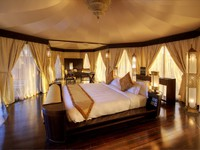 ОАЭ. Рас-эль-Хайма. Banyan Tree Al Wadi. Tented Villa bedroom