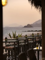 ОАЭ. Фуджейра. Le Meridien Al Aqah Beach Resort. Beach Front Restaurant - Gonu Bar and Grill