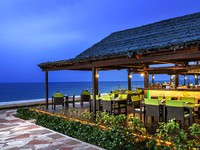ОАЭ. Фуджейра. Le Meridien Al Aqah Beach Resort. Gonu Bar and Grill