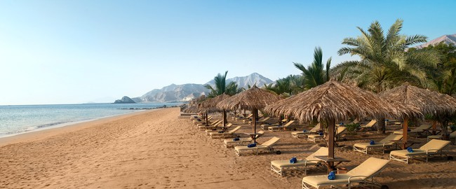 ОАЭ. Фуджейра. Le Meridien Al Aqah Beach Resort. Beach Morning