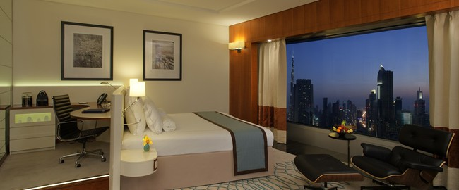 ОАЭ. Дубай. Jumeirah Emirates Towers. Deluxe King Room