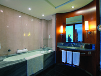 ОАЭ. Дубай. Jumeirah Emirates Towers. Club Premier Bathroom