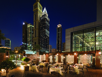 ОАЭ. Дубай. Jumeirah Emirates Towers. Al Nafoorah - Terrace