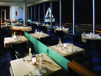 ОАЭ. Дубай. Jumeirah Emirates Towers. Vu s Restaurant - Overall Night Shot