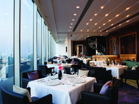 ОАЭ. Дубай. Jumeirah Emirates Towers. Vu s Restaurant - Daytime Shot