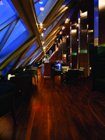 ОАЭ. Дубай. Jumeirah Emirates Towers. Vu s Bar