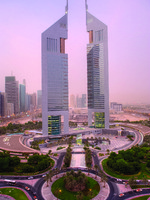 ОАЭ. Дубай. Jumeirah Emirates Towers. Roundabout Shot