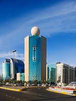 ОАЭ. Абу Даби. Abu Dhabi buildings especially along the Corniche. Фото  Sophie_James - Depositphotos