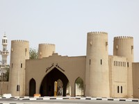 ОАЭ. Аль Айн. Ancient city gate in Al Ain, Emirate of Abu Dhabi. Фото philipus - Depositphotos