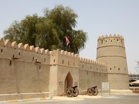 ОАЭ. Аль Айн. Sultan bin Zayed Fort in Al Ain, Emirate of Abu Dhabi, UAE. Фото Philip Lange - shutterstock