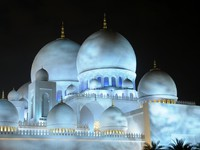 Абу-Даби. Мечеть шейха Зайда. Sheikh Zayed Mosque at night, Abu Dhabi. Фото Philip Lange - Depositphotos